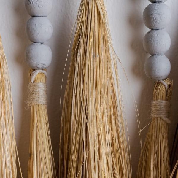 Wandmakramee mit Holzperlen - SUMOR -
